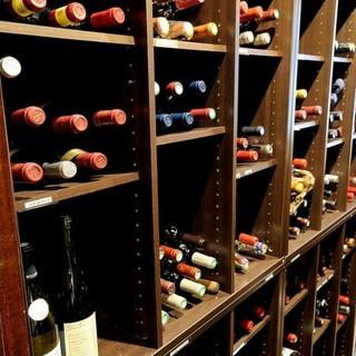 フランスを中心にソムリエ厳選のワインを500種類以上ご用意。