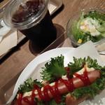 ブロッサムアンドブーケ - ホットドッグモーニングセット410円・全景