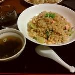 旬菜中華工房 - サーモンニンニク炒飯