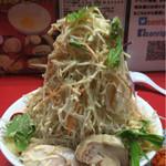 千里眼 - 冷やし中華(並)麺150グラム 800円 ヤサイマシマシニンニクショウガガリマヨカラメマシの辛揚げ別皿で