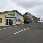 あとい食堂 - 外観 すぐ近くに金田ノ岬