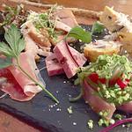 肉バル COMPLETE - 前菜の盛り合わせ