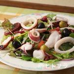 フォレスタ - おすすめ『タコとイカのサラダ 二色のオリーブを添えて』