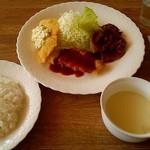 マーチ - 料理写真:日替りランチ (魚フライ&豚の生姜焼) \650