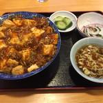 久龍飯店 - 料理写真:麻婆丼大盛 850円