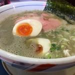 ぶっとび亭 - スープはいりこを濃厚ないりこ出汁で麺は見えません。ちなみに麺は全粒粉?のツルッとモチっとの中細麺。