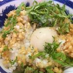 ぶっとび亭 - シソ生姜味玉丼はご飯の中に味玉が隠れてます…笑
