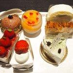 68987080 - 6種類のケーキ