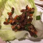 中国飯店 - 和牛の香ばしい炒めレタス包み