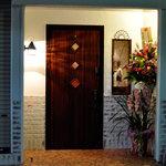エータン セグンダ - 店内への入口の横には中を覗ける小窓