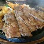 肉のはせ川 - カットステーキ(¥1080)写真は、200㌘です。  肉のはせ川彦根店似て