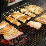 とり好 - 料理写真:沖縄風昭和レトロ調の店内で本格炭火焼き・琉球黒豚『今帰仁アグー』をどうぞ!