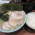 横浜らーめん 六壱家 - らーめん¥650+のり¥50+チャーシュー¥240+サービスライス(並)