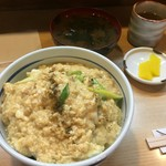 とり安 - 親子丼(880円)