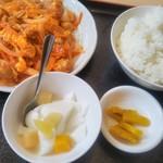 台湾料理 百味鮮 - 日替わりの鶏と玉子の炒め物
