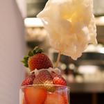 カフェ&ブックス ビブリオテーク - コットンキャンディーボンボン ストロベリースムージー