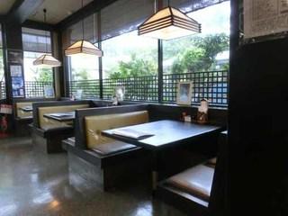 姫松屋 本店 - 1階:テーブル席