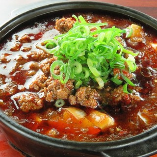 餃子だけじゃない!挽き肉入れすぎ麻婆豆腐など一品料理も充実!