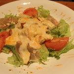 きまぐれDINING洋 - 生ハムの温玉のせサラダ