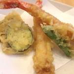 69013756 - 海老・獅子唐・茄子・南瓜。海老はやや華奢だけど2本だし、ひと通り天ぷらも楽しめる。
