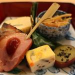 69015127 - 合鴨ロース、目鯛ふくさ焼き、五目真薯、薩摩芋の甘煮、柏餅、出汁巻き玉子、きんぴら