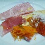 スペッロ - 前菜盛り合わせ サーモン、ハム、キッシュ、ラタトゥイユ、人参のしりしり