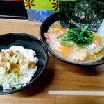 69016460 - 豚骨味噌+サービスのチャーシュー丼(小)