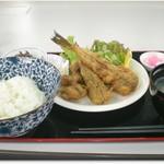 白井商店幸邦丸 - ふぐから揚げ定食 800円