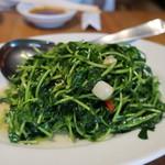 69017929 - 季節の青菜炒め 豆苗炒め (990円)