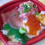 北の魚河岸丼丸 - 料理写真:うおがし丼