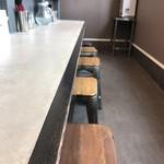 鶏 ソバ カモシ - 【2017年05月】店内はカウンター席です。