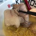 鶏 ソバ カモシ - 【2017年05月】鶏白湯塩の豚のチャーシューアップ。