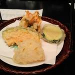 シェラトン都ホテル大阪 日本料理 うえまち - 揚げ物(海老かき揚げ、野菜三種)