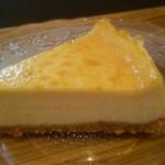 cafe 5 - 料理写真:ベイクドチーズケーキ