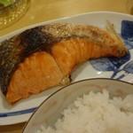 69032224 - 甘塩鮭焼き
