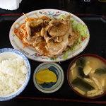 キッチンあべ - 肉炒め(小ライス,みそ汁,漬物)