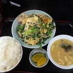 キッチンあべ - ニラ玉(大ライス,大みそ汁,漬物)