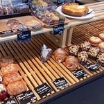 ジージーコー - 「マツコの知らない世界」で紹介されたカレーパンをはじめ、各種パンはテイクアウトも可能です