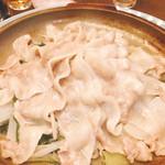 つくよみ 離れ - 豚三枚肉の陶板蒸し(^^)