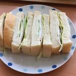 ハンズバーガー - サンドイッチ(ハムチー)。パンもンマけりゃハムチもンマい!やばい。しかし昔よ、仙台にもサンライズハンバーガーちう地元資本の店があってよ、、、