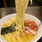 八雲 - 「特製ワンタン麺 白だし」(1000円)+「切り落としチャーシュー」(150円)