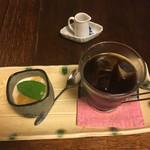 古材の森 - ランチに付く飲み物とデザート、アイスコーヒーとフロマージュ。