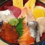 いろは寿司 - いろは寿司 中目黒目黒川沿い店 海鮮ちらし