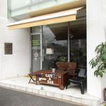 Cafe Wise Court 102 - お店全景
