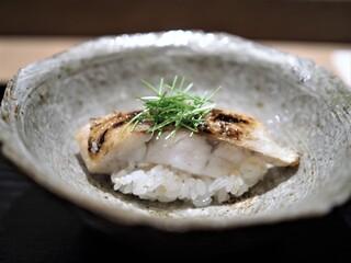 虎白 - 凌ぎ  のど黒蒸し寿司