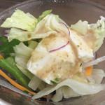 麺食堂 歩ごころ - お豆腐とゴマドレのミニサラダ。