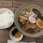 麺食堂 歩ごころ - 醤油ラーメン+白ご飯680円。