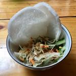 ベトナム酒場 ビアホイ - 青いパパイヤと海老のサラダ&えびせん