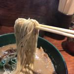 博多とんこつ 天神旗 - 2017年06月24日  麺リフト(ハリガネで注文したけど、カタで・・・)