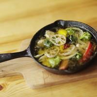 カフェダイニング9 - 海老とたっぷり野菜のアヒージョ